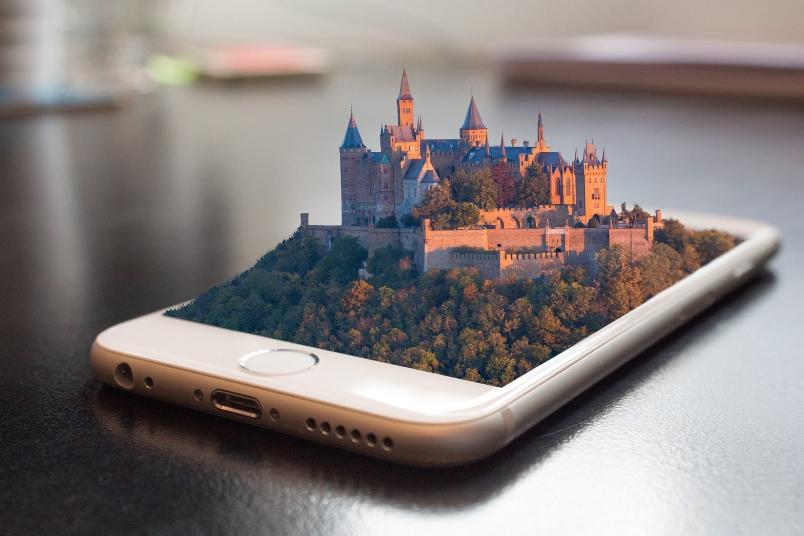 castle-forest-iphone-table